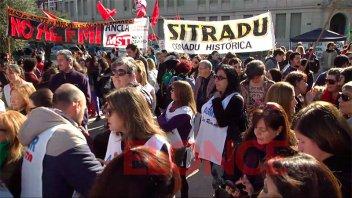 Paro nacional: Gremios y agrupaciones se movilizaron en plaza 1º de Mayo