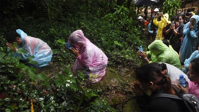 Siguen buscando en Tailandia a 11 futbolistas atrapados en cueva