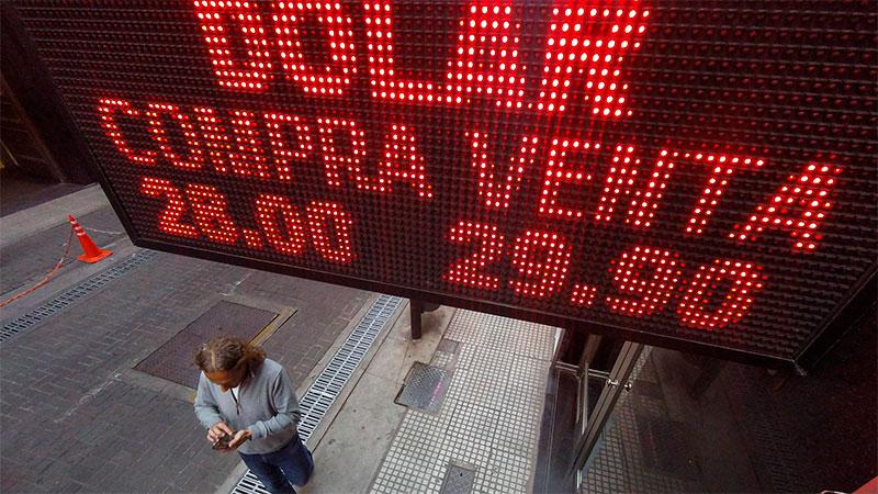 Las 3 medidas que contribuyen a la caída del dólar