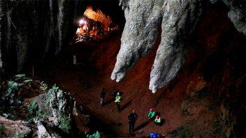 Horas dramáticas: sigue la búsqueda de los niños atrapados en una cueva