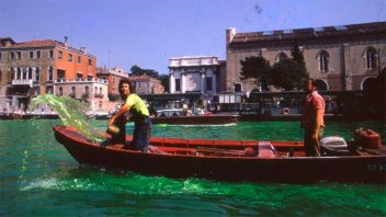 A 50 años del día que un argentino tiñó de verde los canales de Venecia