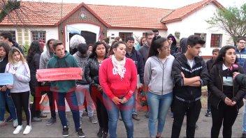 Sin respuestas al reclamo por transporte de estudiantes de la Escuela Almafuerte