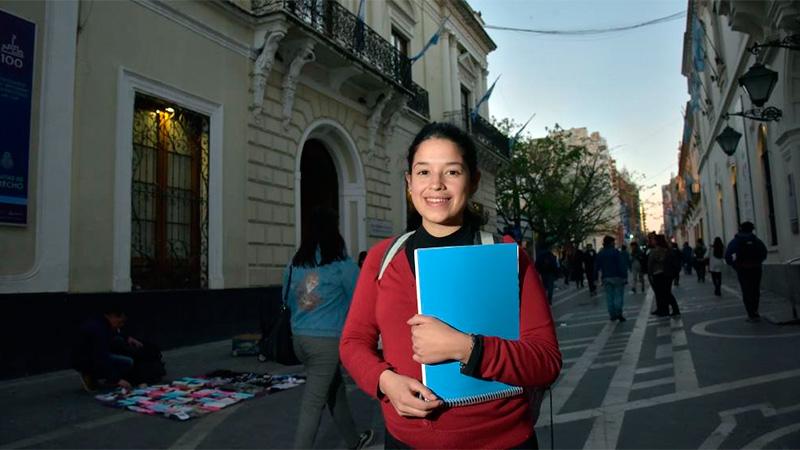 Yohana estudia abogacía y está embarazada