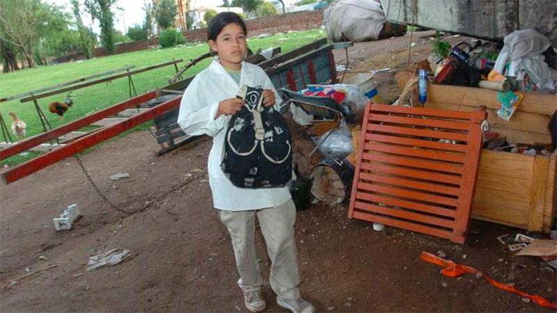 Año 2006, Yohana es escolta de la Bandera, viviendo debajo de un puente