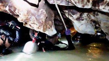 Empezó el operativo para rescatar a los niños atrapados en una cueva