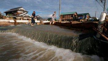 Aumentan a 156 los muertos en Japón: sigue búsqueda de sobrevivientes