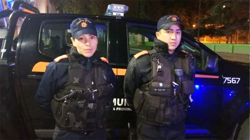 Salas juntos a María Cobos, la policía que también participó del rescate