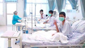 Las primeras fotos de los chicos tailandeses en el hospital tras ser rescatados