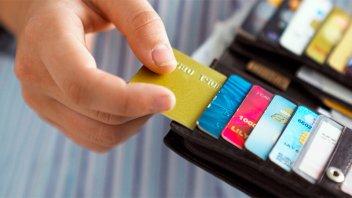 Advierten que pagar en cuotas puede llegar a triplicar el precio del producto