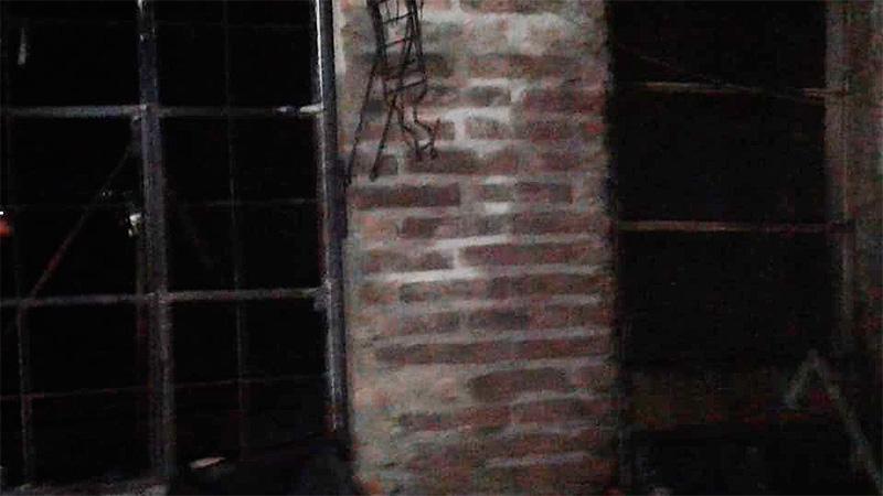 Desesperante situación: Se incendió su casa y la única vía de escape tenía rejas