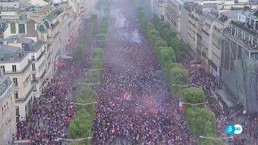 Franceses celebraron un nuevo título mundial a los pies de la Torre Eiffel
