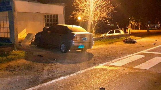 Motociclista falleció tras chocar contra un auto