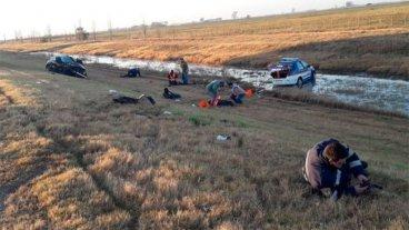 Automovilista chocó un control caminero: Un policía murió y hay cuatro heridos