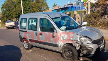 Camioneta quiso doblar, realizó una mala maniobra y chocó contra otro vehículo