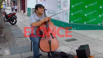 Robaron el violoncello a un músico callejero y pide ayuda para recuperarlo