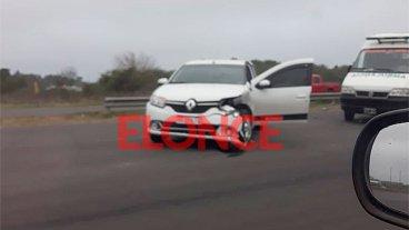 Cinco personas lesionadas tras choque de dos autos en Circunvalación