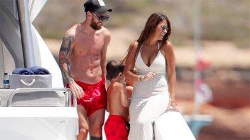 Las vacaciones de Messi y Antonella en playas de Ibiza