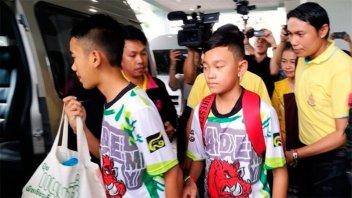 Los chicos rescatados en una cueva de Tailandia viajarán a la Argentina