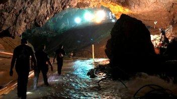 Tailandia: Un niño contó que cavaron pozos para intentar salir de la cueva
