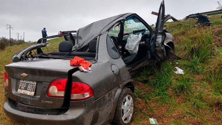 Una mujer y una niña de 9 años fallecieron tras un vuelco en la Ruta Nacional 12