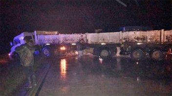 Camión detenido en la banquina ocasionó dos accidentes sobre la Autovía