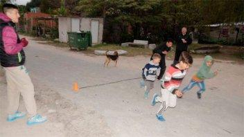 Recolectaron zapatillas para chicos de Puerto Sánchez que practican atletismo