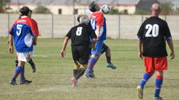 Dos personas murieron tras jugar sendos partidos de fútbol