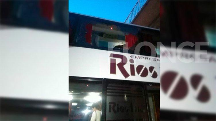 Continúan los ataques de vandalismo: Apedrearon a otro colectivo
