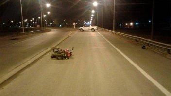 Motociclista cayó pesadamente a la ruta, tras