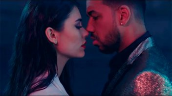 Eva de Dominici puso de rodillas a Romeo Santos en su nuevo clip