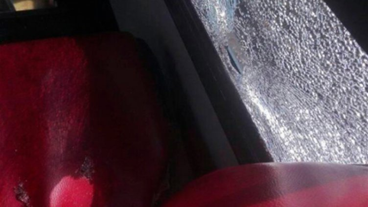 Nuevo hecho vandálico: destrozaron de un piedrazo una ventanilla de colectivo