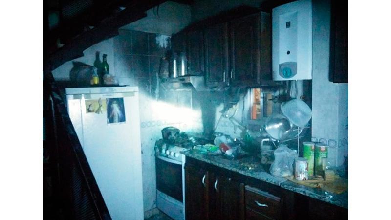 El fuego se concentró en la cocina de la casa.