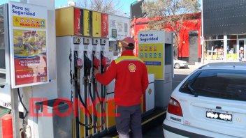 Tras la suba, Shell da marcha atrás y baja un 4,5% el precio de la nafta