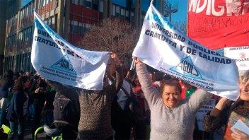 Docentes universitarios continúan con las protestas