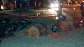 Motociclista hospitalizado tras chocar un tacho de 200 litros en zona de obras