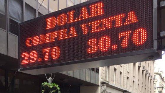 Día clave: Ante la nueva escalada del dólar, el Central empieza a rescatar Lebac