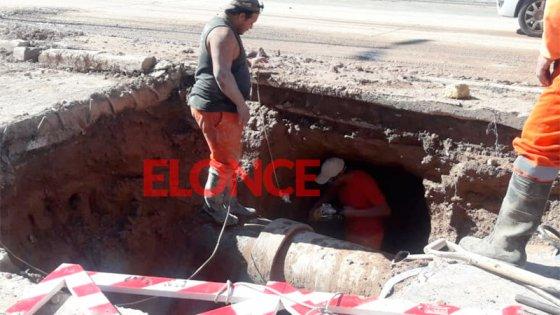 Varios barrios afectados por rotura de caño a metros de la planta de Ramírez