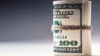 El dólar comenzó la semana con una suba: $ 46,40