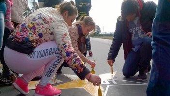 Pintaron estrellas amarillas en memoria de jóvenes fallecidos en la ruta