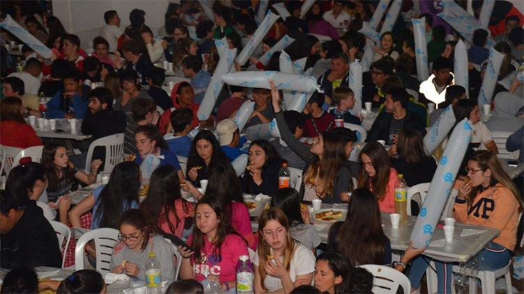 Más de 600 jóvenes compiten en las finales de básquet en los Juegos Evita