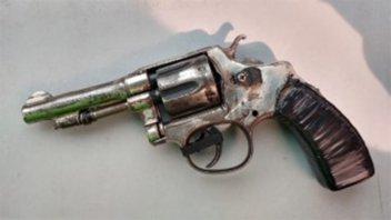 Ofrecía un arma a la venta por redes sociales y quedó detenido