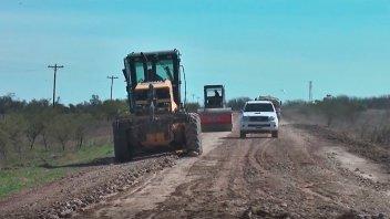 Vialidad trabaja en la reparación del acceso a la zona rural de El Chañar