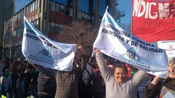 Docentes universitarios realizarán marchas en Paraná y Concordia