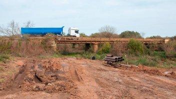 Se construye el puente sobre el arroyo Toledo en Federación