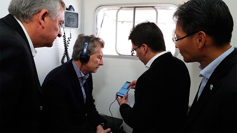 Resultado de imagen para Macri y una aplicación para celular que detecta el riesgo de hipoacusia.