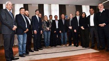Un grupo de gobernadores peronistas se reúne por el Fondo Sojero