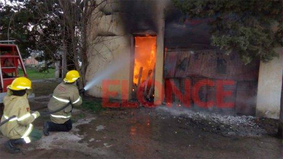 Video: Un incendio que se presume intencional afectó un histórico almacén
