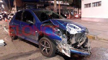 Fuerte impacto entre una camioneta y un automóvil: dos heridos