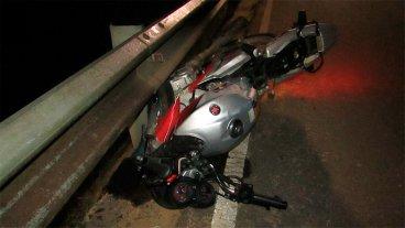 Moto se incrustó en un guardarrail y su conductor sufrió derrame cerebral