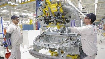 Recesión en la industria automotriz: la producción cayó 20,6% en septiembre
